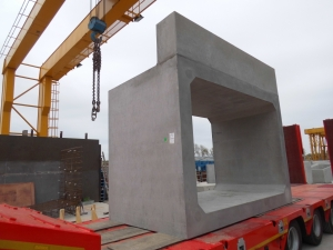 Cast on headwall/edge beam on end culvert units.