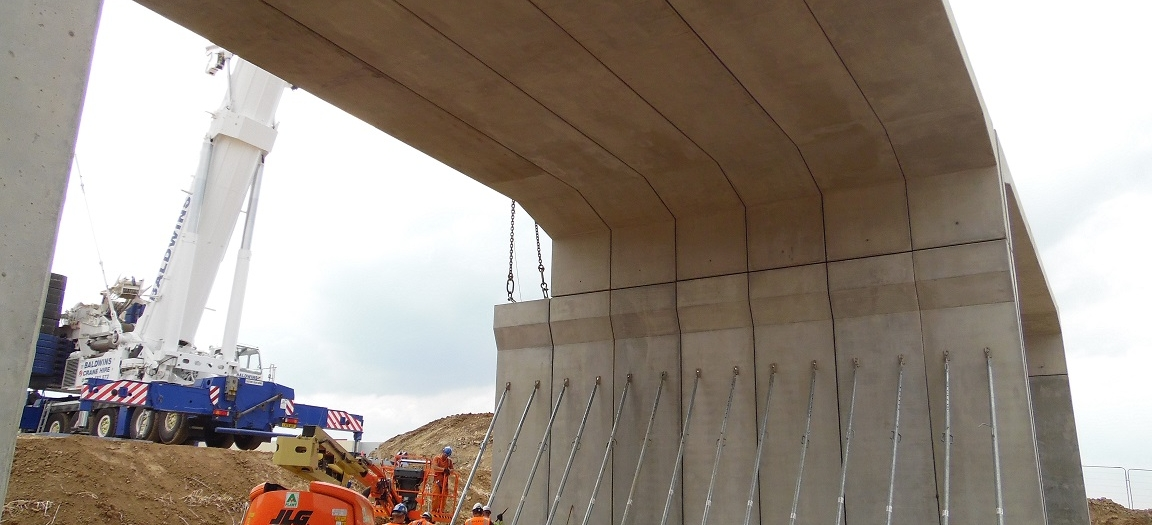 Erection of the twin span ABM Portal Frame structure at the Thorpe Park, Leeds
